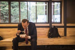 навальный ест доширак
